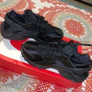 Black Nike Huaraches (worn twice)